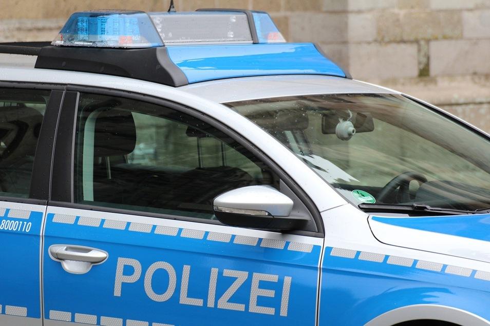 Die Polizei hat versteckte Waffen bei einem Elitesoldaten gefunden.