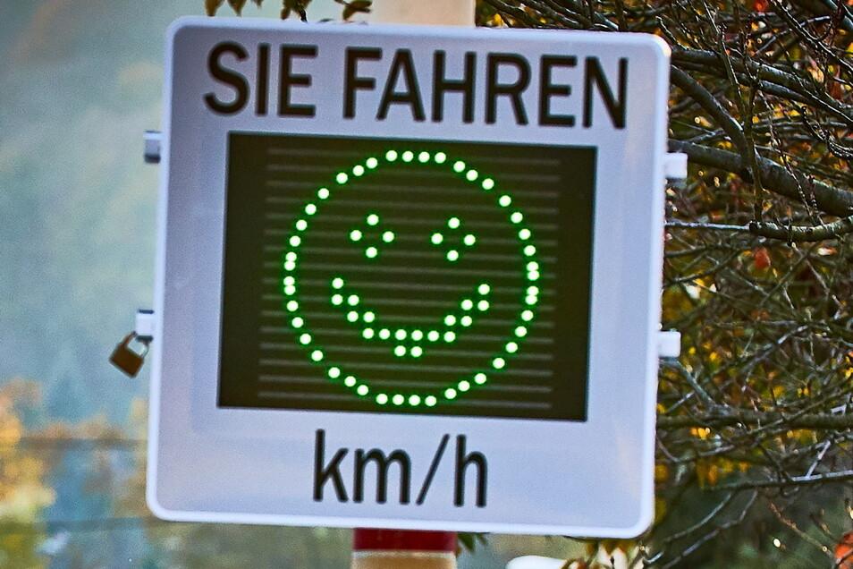 Künftig werden Kraftfahrer auch in Großsedlitz angelächelt, vorausgesetzt, sie halten sich an Tempo 30.