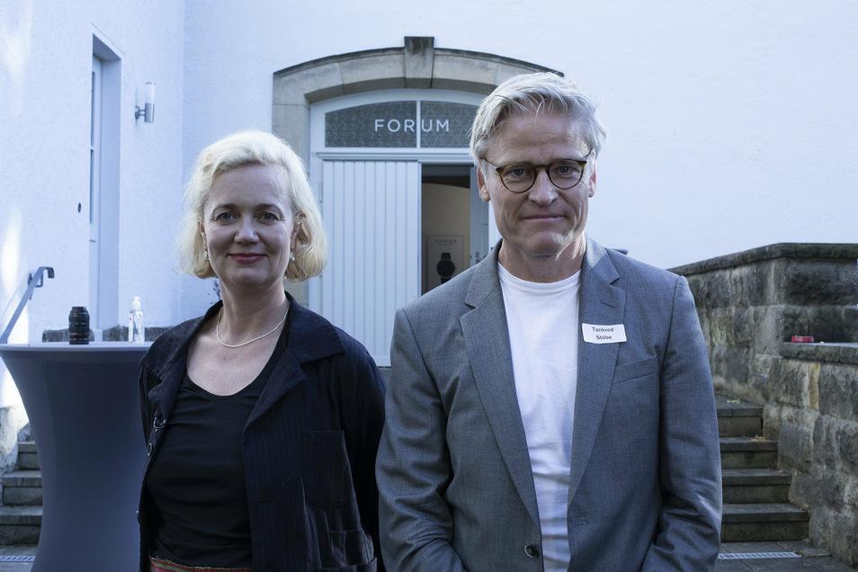 Nomos-Geschäftsführerin Judith Borowski konnte unlängst Tankred Stöbe von der Organisation Ärzte ohne Grenzen in Glashütte begrüßen.