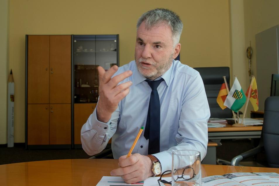 Oberbürgermeister Uwe Rumberg verteidigt die Pläne zum Stadtzentrum.