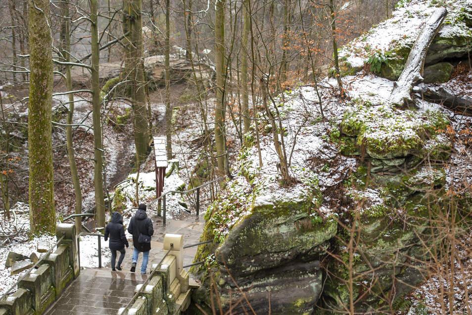 Besucher nahe der Bastei: Im Winter finden Gäste in der Sächsischen Schweiz vor allem Ruhe.
