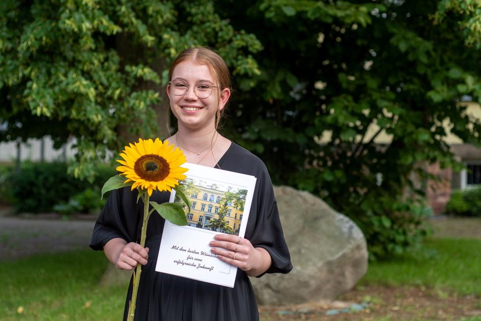Lillian Langer aus Döbeln ist eine der Schülerinnen, die den Abschluss am Lessing-Gymnasium mit 1,0 geschafft haben. Sie will Physik und digitale Technologie an der Uni in Halle studieren.