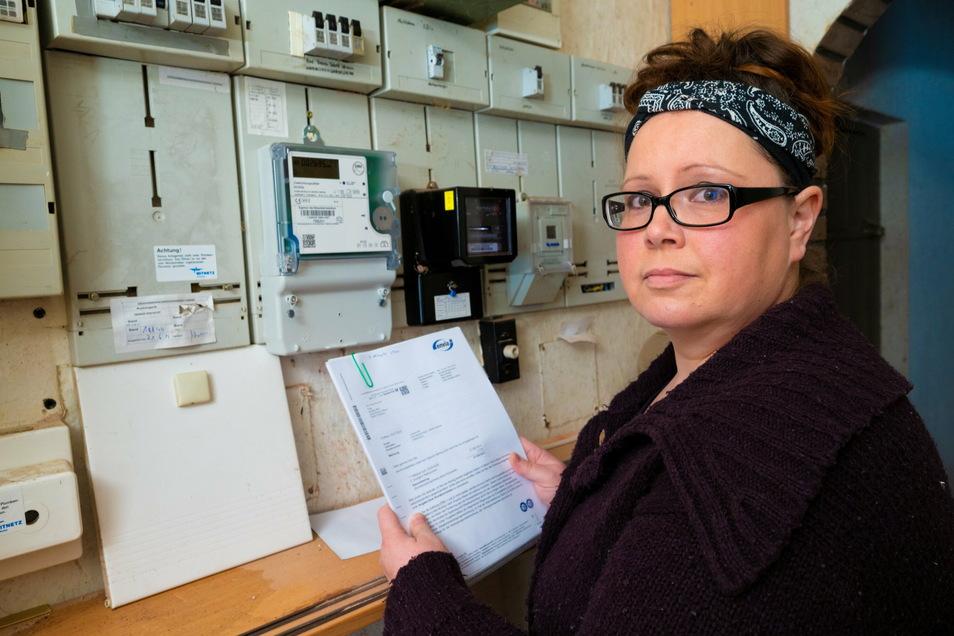 Susann Bilz aus Gelenau bei Chemnitz hat ein fünfstelliges Problem. Ihre Familie soll über mehrere Jahre hinweg ein Vielfaches der Strommenge verbraucht haben, für die sie Abschläge bezahlt.