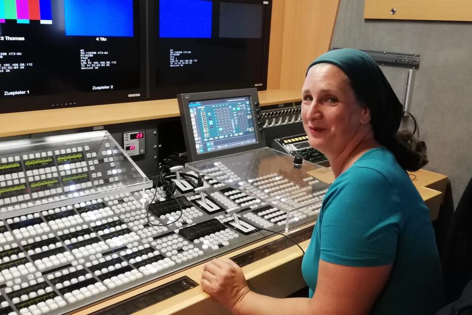 Bildmischerin Sandra Sommerfeld vom MDR-Team sorgt mit dafür, dass die Livesendung am Sonnabend ab 20.15 Uhr in guter Qualität auf den Fernsehern ankommt.