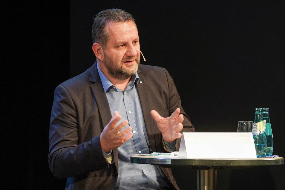 Matthias Schniebel geht für die FDP ins Rennen. Dem Klimawandel, zeigt er sich überzeugt, sollte vor allem durch innovative Ideen der Wissenschaft und Industrie entgegengetreten werden.