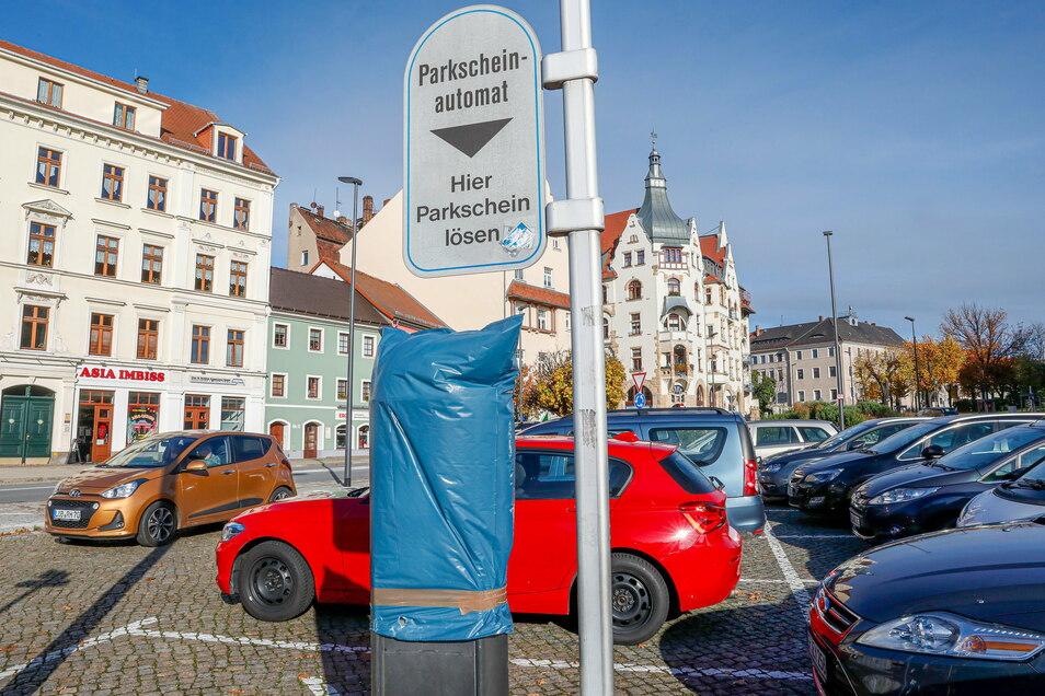 In Löbau sind die Parkautomaten derzeit verhüllt - hier werden bis Jahresende keine Gebühren erhoben. In Bautzen kommt das Thema erst Mitte Dezember auf die Tagesordnung des Stadtrates.