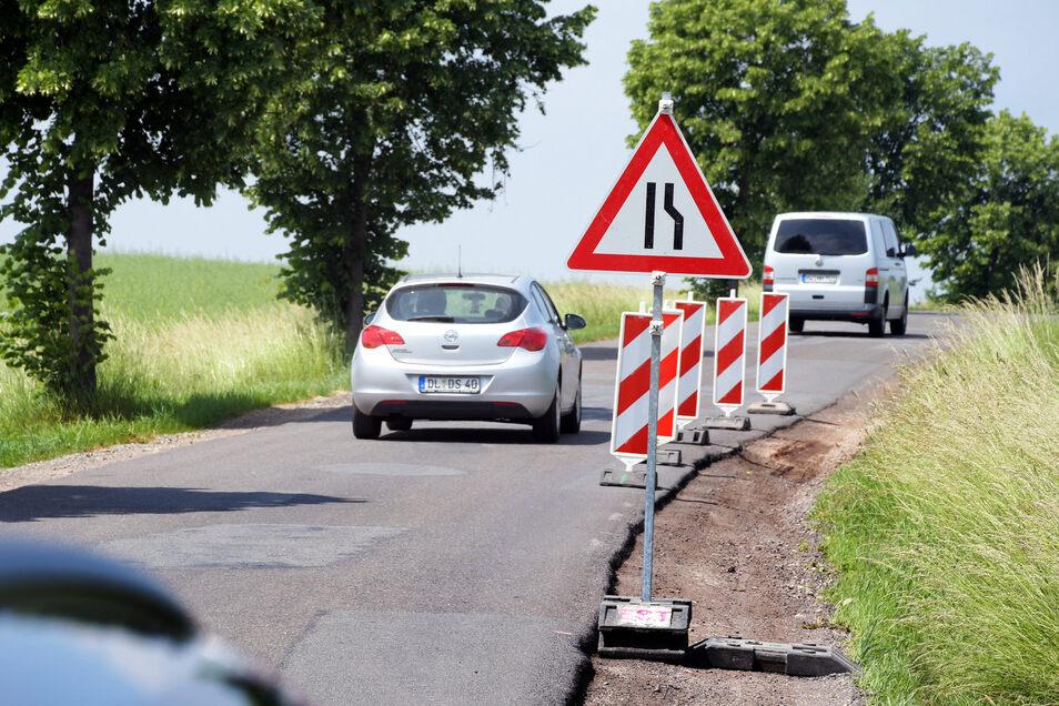 Die Schäden an der Wallbacher Straße in Hartha werden bis Ende des ersten Halbjahres beseitigt. Dabei werden die Bankette und die Straßendecke erneuert.