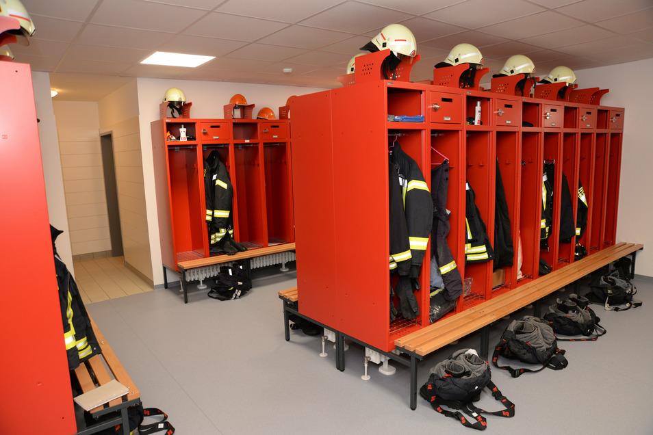 Mit dem Zustand im alten Feuerwehrhaus nicht zu vergleichen. Zwei beheizte Umkleideräume mit Duschen haben die Männer und Frauen fortan.
