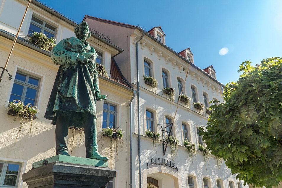 Nicht mehr lange und es wird unruhig um den berühmtesten Sohn von Pulsnitz, den Bildhauer Ernst Rietschel. Erste Abrissarbeiten im Gebäude sollen jetzt beginnen und die eigentliche Sanierung vorbereiten.