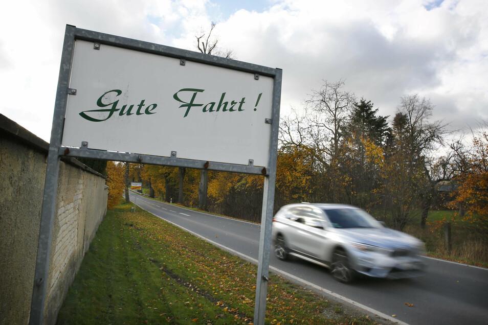 Gute Fahrt - das wünscht man sich auch für Radfahrer auf der Strecke von Elstra nach Rauschwitz. Seit Längerem ist der Bau eines Radweges im Gespräch.