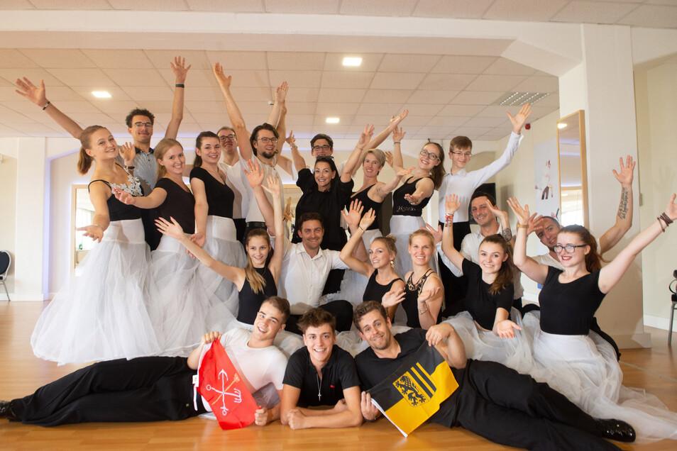 Junge Tanzpaare haben unter der Leitung von Sabine Lax hart trainiert, mit dabei ihre Tochter Fabien.