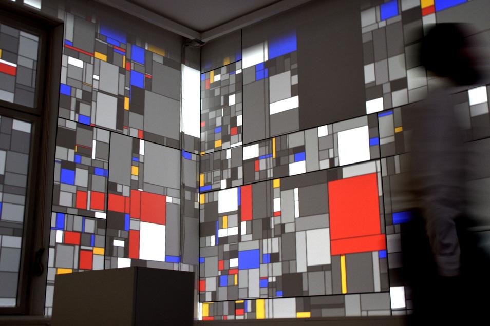 Nach fast 100 Jahren wird der Entwurf Piet Mondrians für das Damenzimmer der Villa Bienert Wirklichkeit. Durch eine Projektion der Dresdner Firma intolight werden Formen und Farben auf die Wände des historischen Raums gezaubert. Mondrians Arbeit ist derze