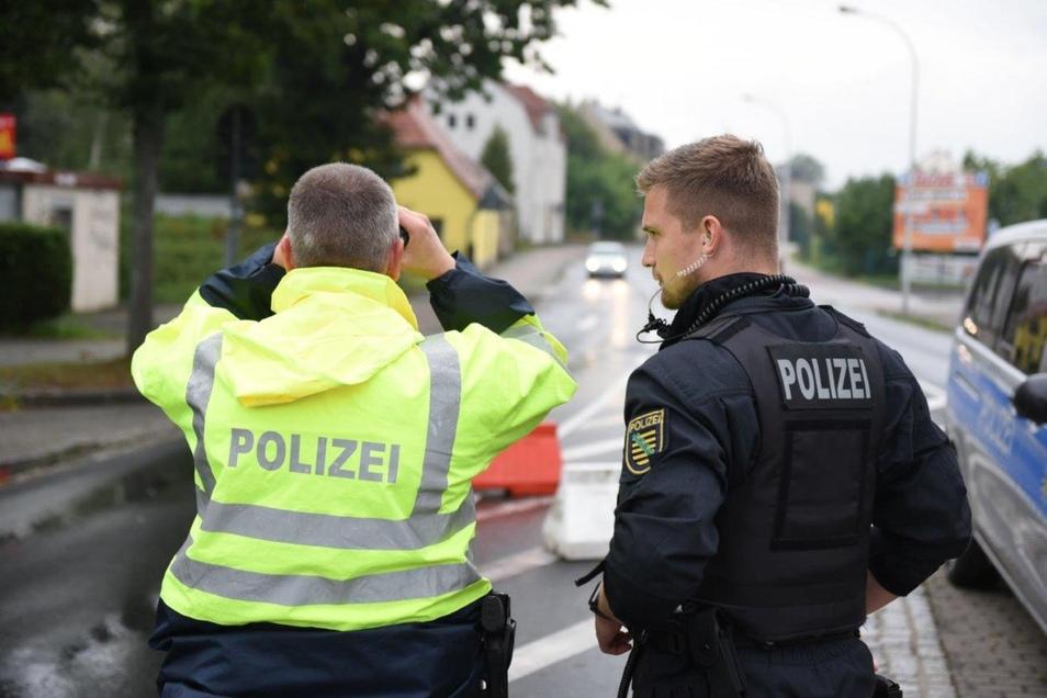 Unter anderem haben Polizisten am Grenzübergang an der Friedensstraße in Zittau gestanden.
