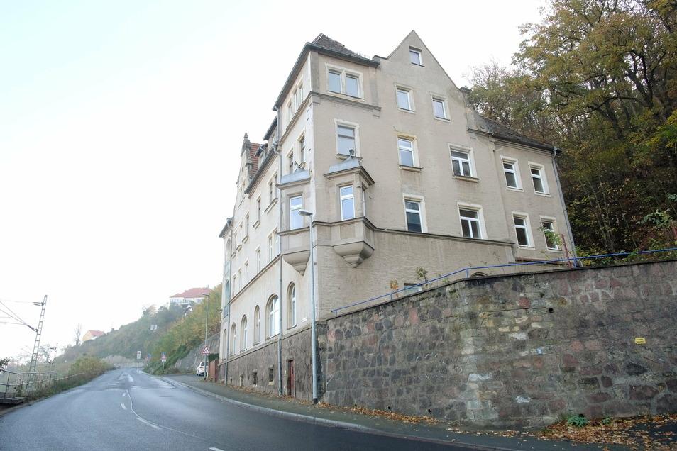 Die Veräußerer des Hauses Wilsdruffer Straße 2 sollen dem Käufer bewusst verschwiegen haben, dass es bei einem Ausbau der Straße abgerissen werden dürfte. Der Käufer spricht von Betrug.