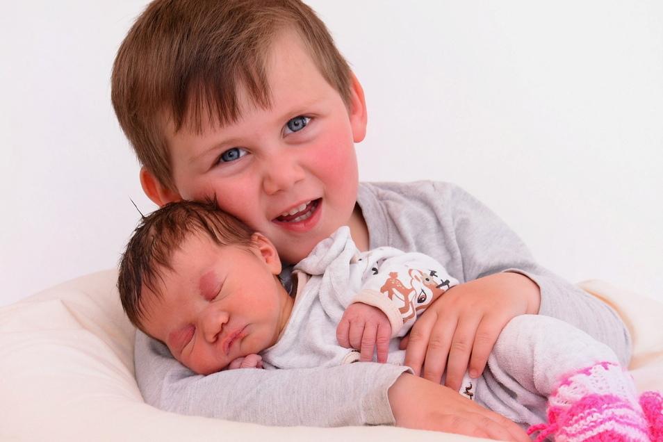 Emilia mit Bruder Timo, geboren am 4. Mai, Geburtsort: Kamenz, Gewicht: 2.685 Gramm, Größe: 47 Zentimeter, Eltern: Nadine Jahn und David Klinner, Wohnort: Kamenz