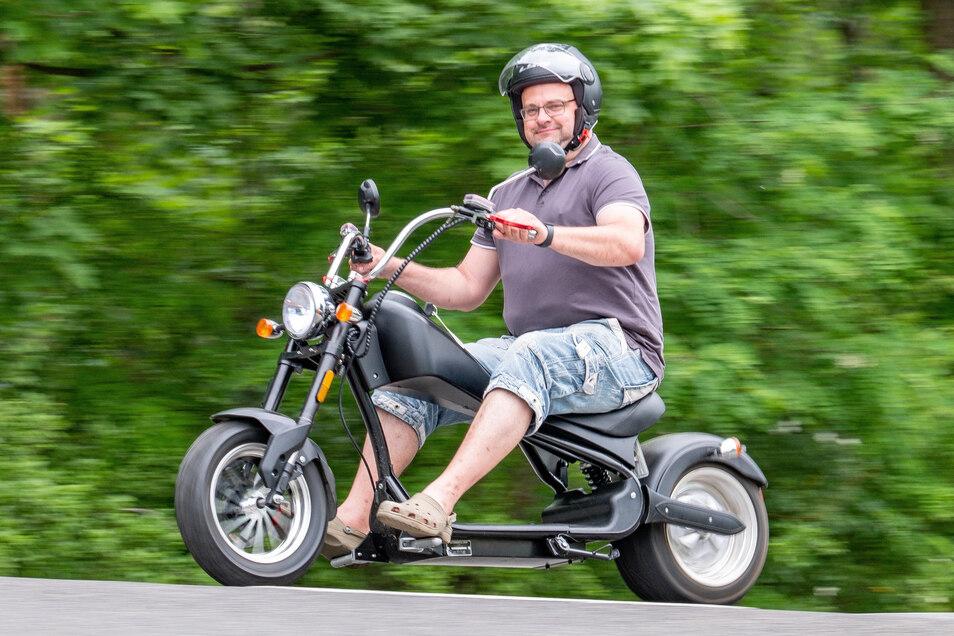 Knattert nicht, schmutzt nicht: Mit seinem Elektromoped fährt Torsten Eckert komplett emissionsfrei.