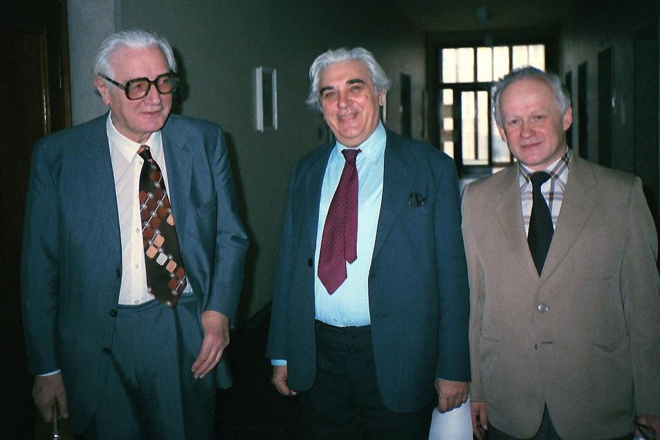 Nikolaus Joachim Lehmann (M.) verband eine lebenslange Freundschaft mit Konrad Zuse (l.), der 1941 die wahrscheinlich weltweit erste Computerfirma gründete. Bernhard Göhler (r.) hat viele Jahre an Lehmanns Seite als wissenschaftlicher Assistent an der TU