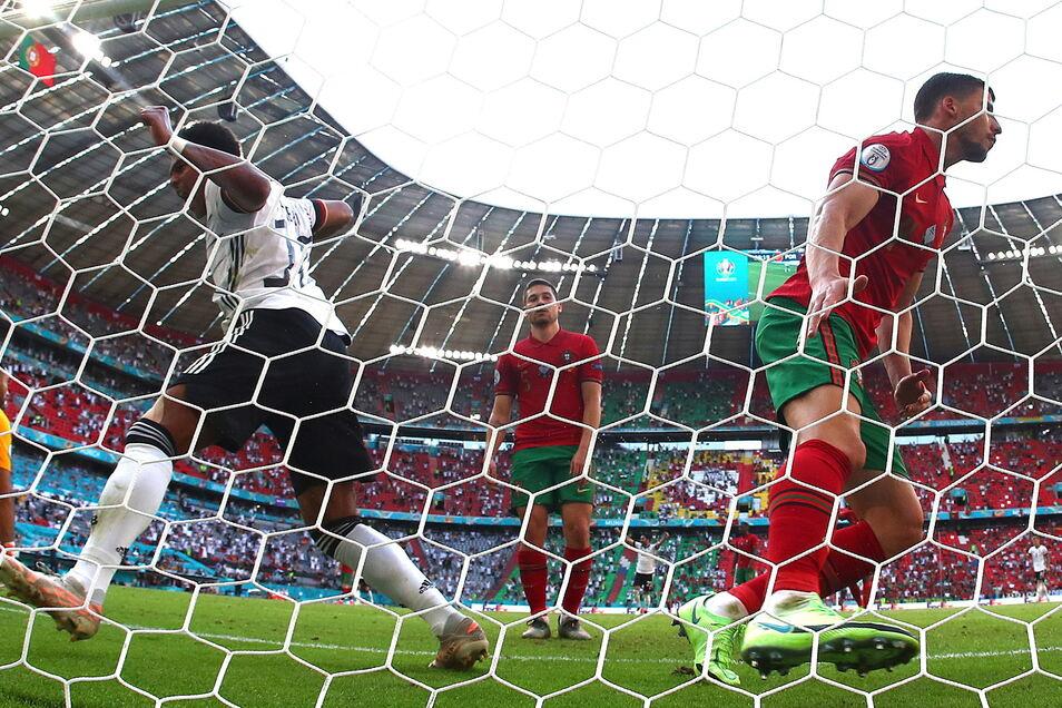Da fällt das 2:1 für Deutschland. Am Ende gewinnt die Mannschaft von Joachim Löw überzeugend mit 4:2.