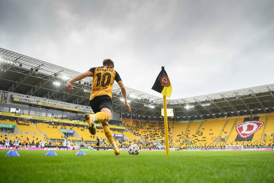 Eckball Patrick Weihrauch, Tor Dynamo Dresden. Das ist Standard in den vergangenen Wochen und ein Grund für die Siegesserie.