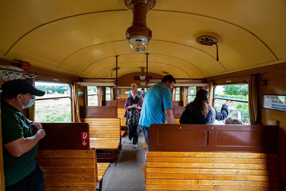 Holzklasse: Der Aussichtswaggon der Windbergbahn ist im historischen Gewand wieder hergerichtet.