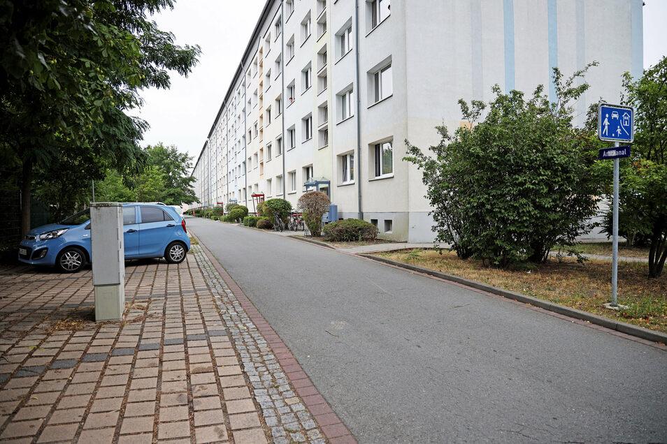 Bei der Verfolgungsjagd durch Gröditz fährt der Angeklagte auch durch einen verkehrsberuhigten Bereich. Erlaubt ist hier Schrittgeschwindigkeit, er erreicht zeitweise Tempo 50.
