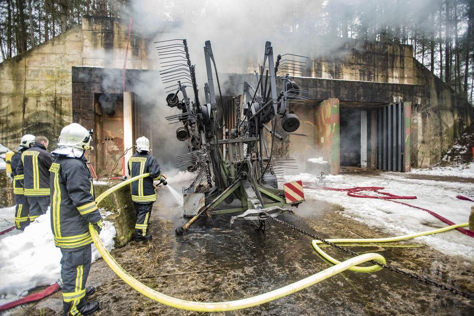 Eine Bewährungsprobe bestand die auch durch TDDK-Mitarbeiter verstärkte Ortswehr Straßgräbchen vor drei Jahren, als nur einen Katzensprung vom Autozuliefer-Werk entfernt ein ehemaliger Raketenbunker brannte.