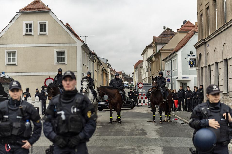 Die Polizei wird am Wochenende in Ostritz wieder mit einem Großaufgebot präsent sein.