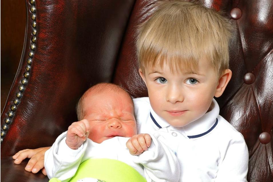 Kuno mit Bruder Hans, geboren am 19. Mai, Geburtsort: Kamenz, Gewicht: 3.130 Gramm, Größe: 50 Zentimeter, Eltern: Anne und Jan Lachmann, Wohnort: Kamenz