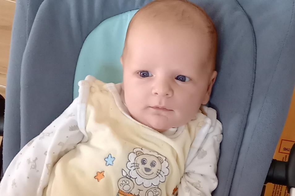 Adrian, geboren am 12. August, Geburtsort: Dresden, Gewicht: 4.610 Gramm, Größe: 56 Zentimeter, Eltern: Beate Tietel und Rico Tietel mit Julian, Wohnort: Kreischa