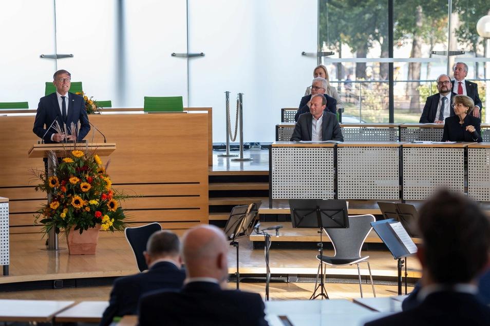 Landtagspräsident Matthias Rößler spricht während der Feierstunde zum Tag der Deutschen Einheit im Plenarsaal des Sächsischen Landtages.