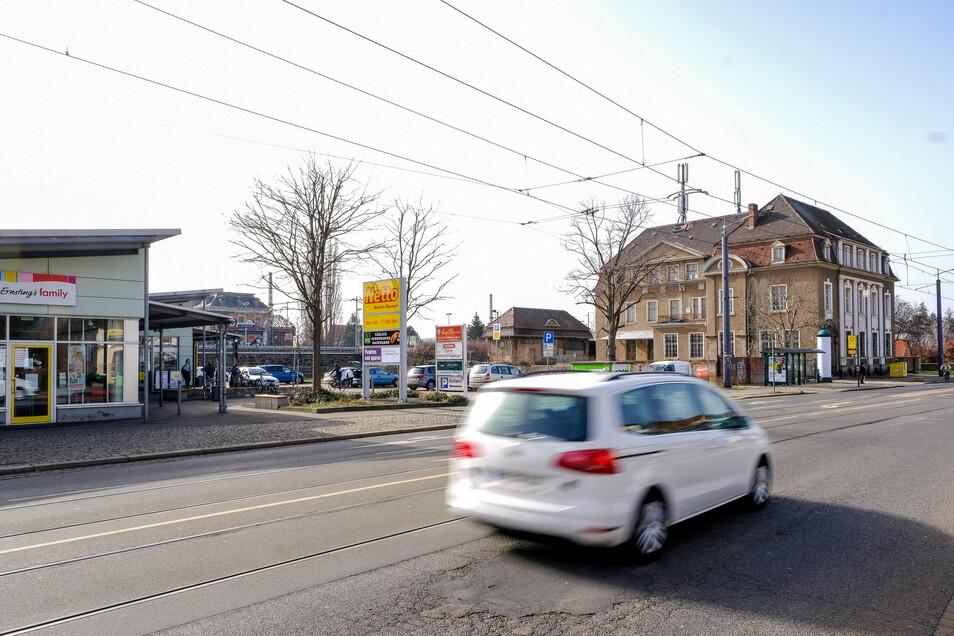 Zwischen Netto-Supermarkt und dem einst kaiserlichen Postgebäude will Rossmann einen neuen Drogeriemarkt bauen. In das frühere Postamt sollen Radebeuls Musikschüler einziehen.
