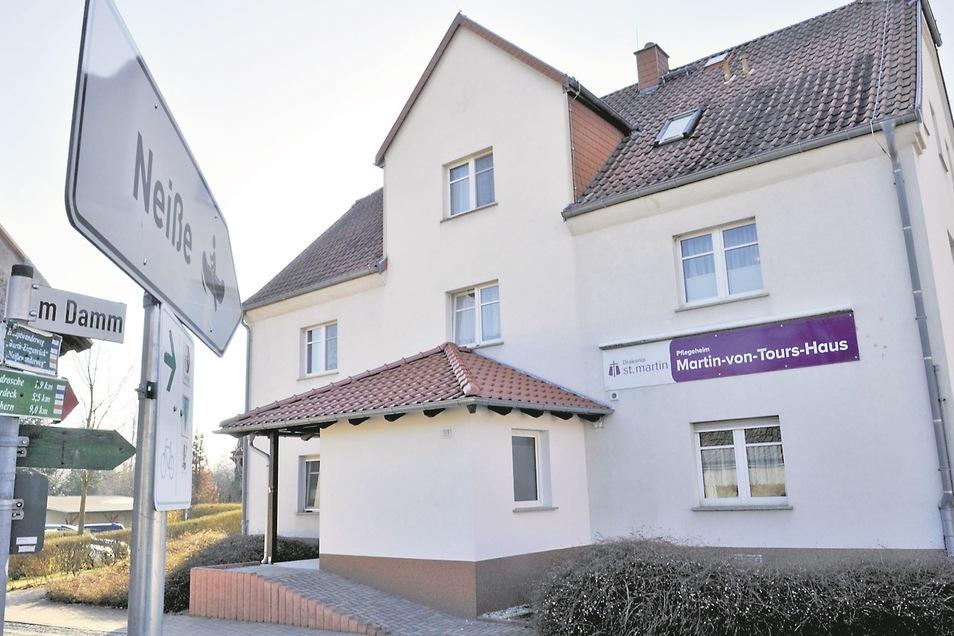 Seit im Altenpflegeheim in Klein Priebus zwei Corona-Fälle bestätigt sind, steht die gesamte Einrichtung unter Quarantäne und es herrschen besondere Vorschriften.