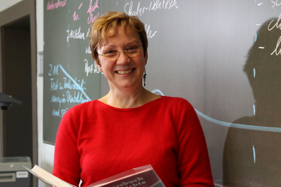 Eins der ersten Fotos für die SZ zeigt Sylvia Mebus 2011 im Geschichtsunterricht. Vor ihrem Amtsamtritt in Riesa hatte sie vier Jahre in Armenien und Georgien verbracht.