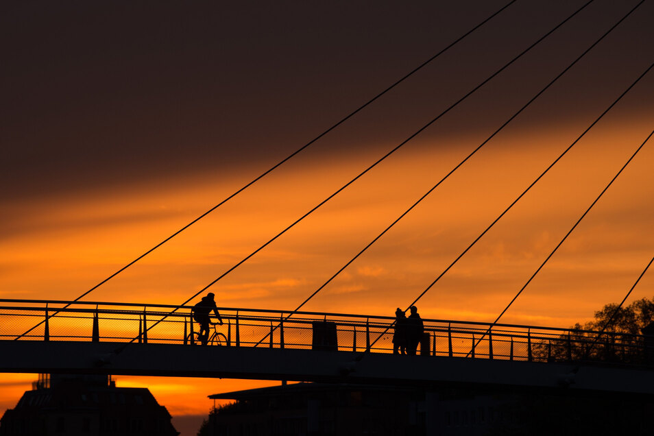 Die Brücke in Pieschen gehört zu den markanten Bauwerken in Dresden.