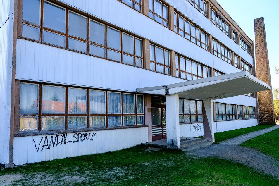 Die frühere Grundschule in Moritzburg soll dem Neubau weichen.