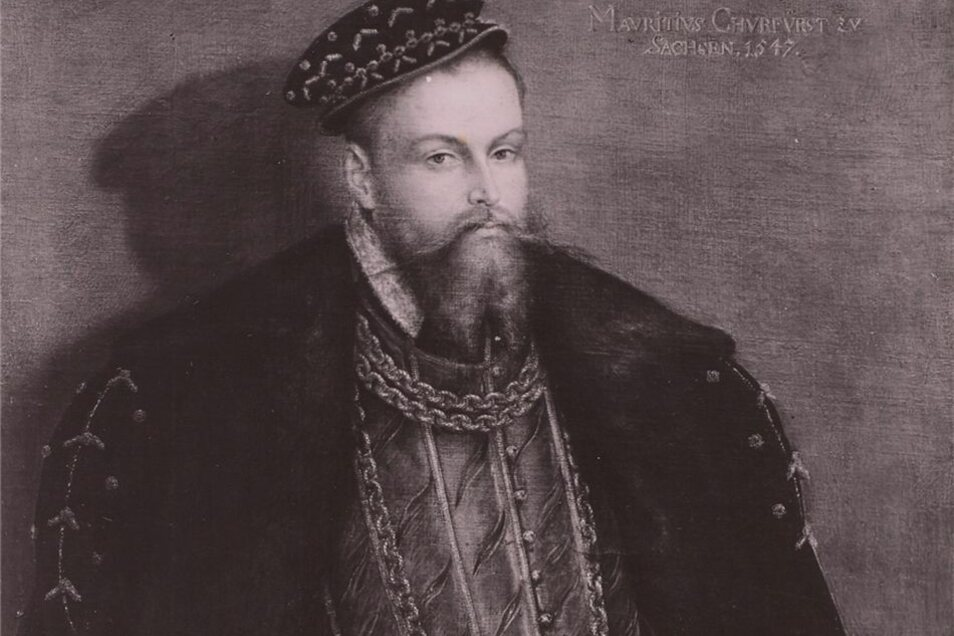 Kurfürst Moritz von Sachsen im Jahr 1547. Fünf Jahre zuvor ließ er sein Schloss errichten. Diese Aufnahme, die vor 1945 entstanden ist, zeigt das Zimmer König Augusts III. im Porzellan-Quartier.