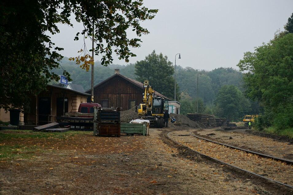 Erste Bauarbeiten am Bahnhof in Telnice.