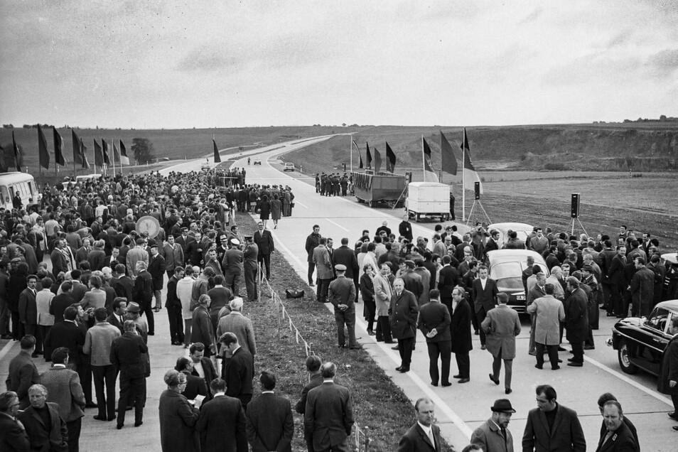 Unzählige geladene Gäste kamen nach Döbeln, andere säumten am 7. Oktober 1971 die Strecke.
