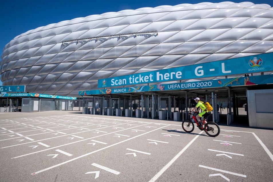 In der Münchner Allianz Arena ist am Montagmorgen in er Elektroverteilung ein Feuer ausgebrochen. Das Spiel zwischen Deutschland und Frankreich am Dienstag kann aber stattfinden.