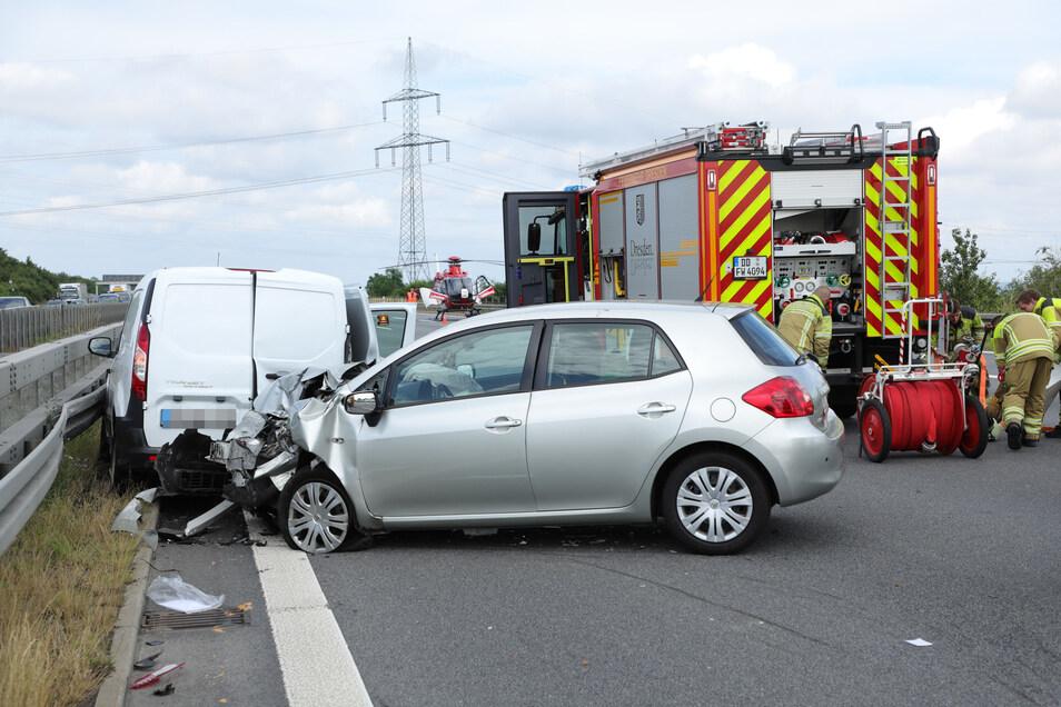 Auf der A4 bei Dresden kollidierten aus noch unbekannter Ursache ein Kastenwagen und ein Pkw.