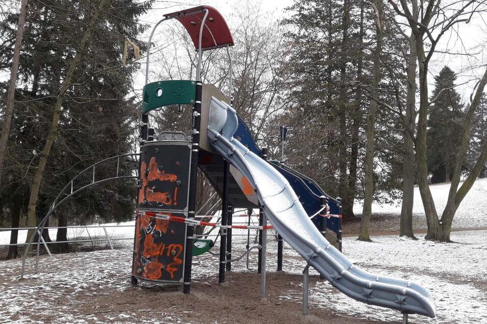 Graffitischaden auf dem Spielplatz im Kreuzkirchenpark.