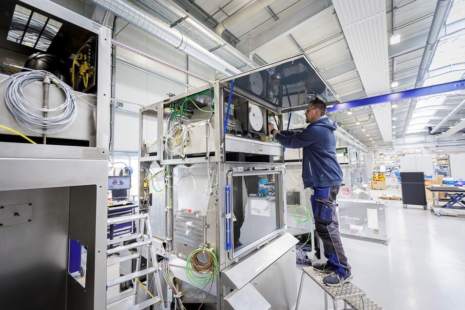 Die Skan AG war 2013 mit neun Mitarbeitern in Görlitz gestartet. Jetzt erfolgt mithilfe der WFS die dritte Erweiterung. Die Schweizer Firma stellt Isolatoren her, die auch zur Herstellung von Impfstoffen gebraucht werden. Zu den 185 Mitarbeitern sollen 1