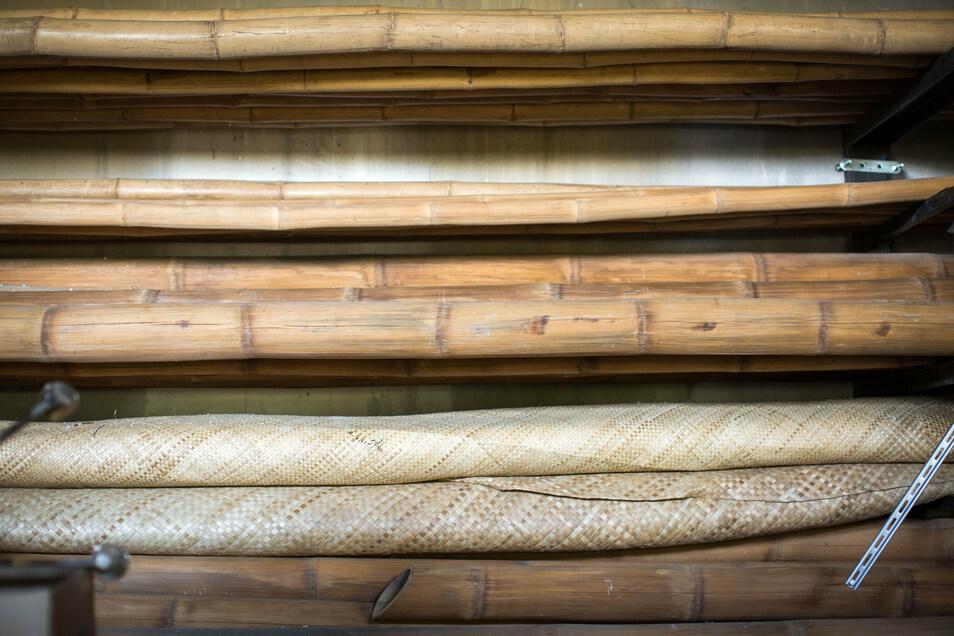 Das Bambuslager in einem früheren Werft-Gebäude in Übigau ist prall gefüllt.