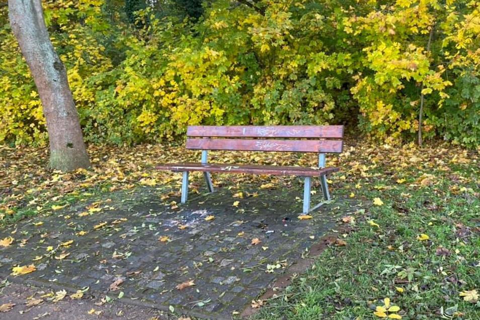 Am Nachmittag war die Parkbank wieder aufgeräumt.