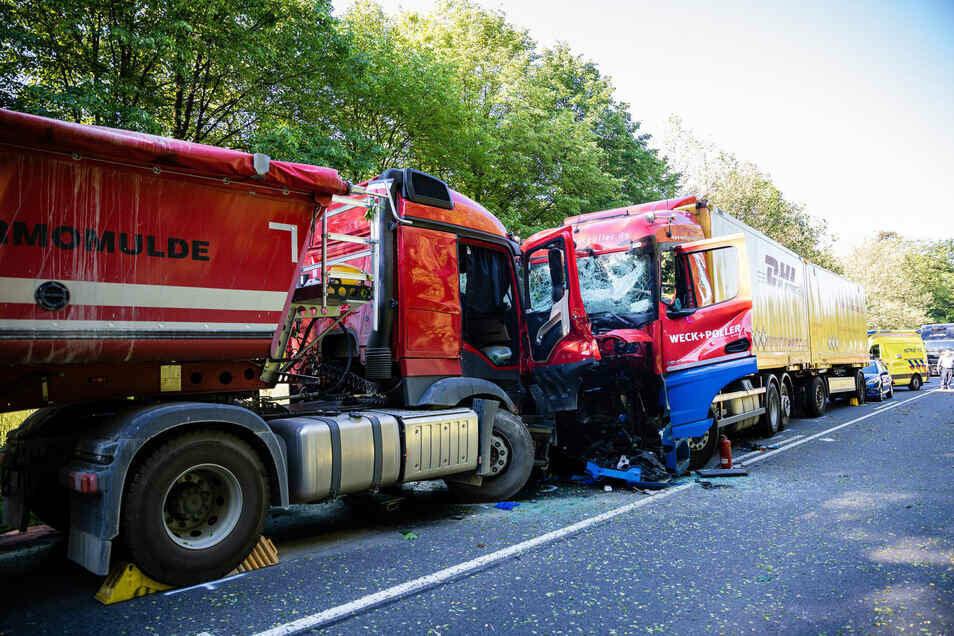 Bernsdorf/Hoyerswerda, B 97: Das ist die gefährlichste Unfallstelle im Landkreis. 2019 kamen hier zwei Menschen ums Leben. Bei diesem Unfall starb ein Lkw-Fahrer nach einem Frontalzusammenstoß.