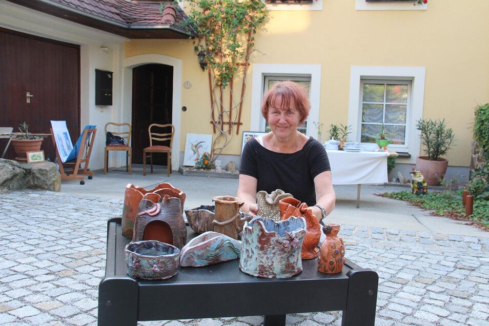 Sabine Kambach in ihrem Kunsthof an der Predigergasse