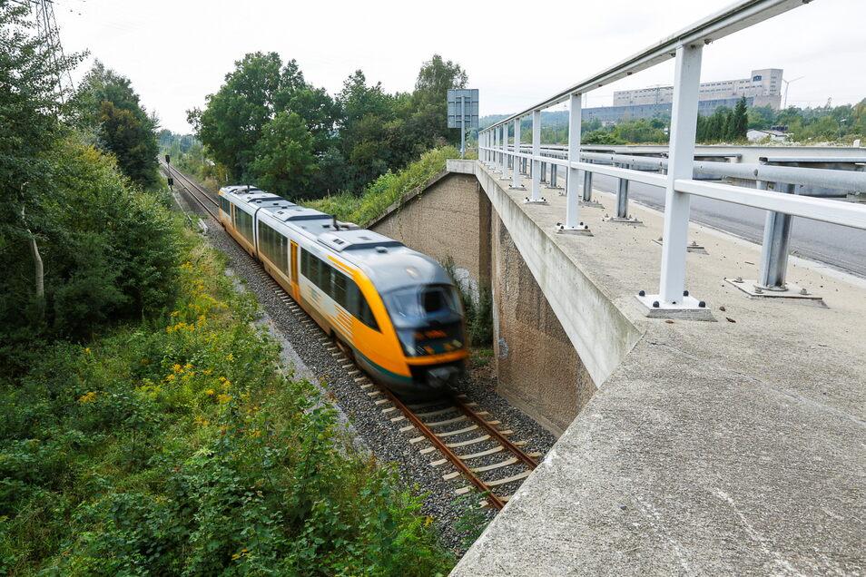 Um diese Brücke an der B 99 in Hagenwerder geht es, sie führt über die Eisenbahnverbindung Görlitz-Zittau.