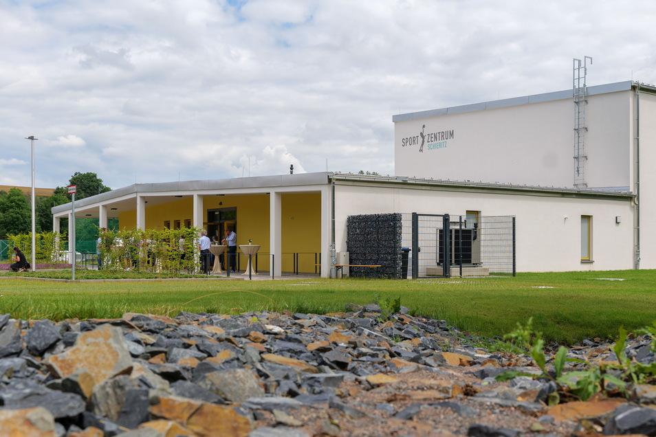 Schon Ende vorigen Jahres fertig, wegen Corona erst jetzt eingeweiht: die neue Sporthalle in Schieritz.