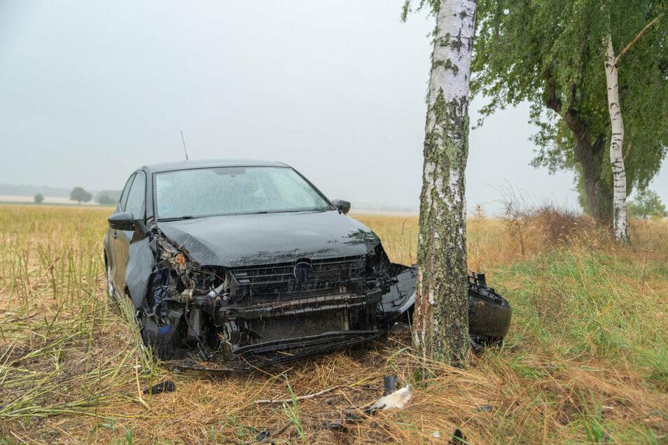 An VW und Baum entstand ein Schaden von 5.500 Euro.