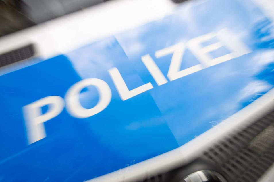 Die Polizei hat am Freitagmorgen eine Wohnung in Großröhrsdorf durchsucht.